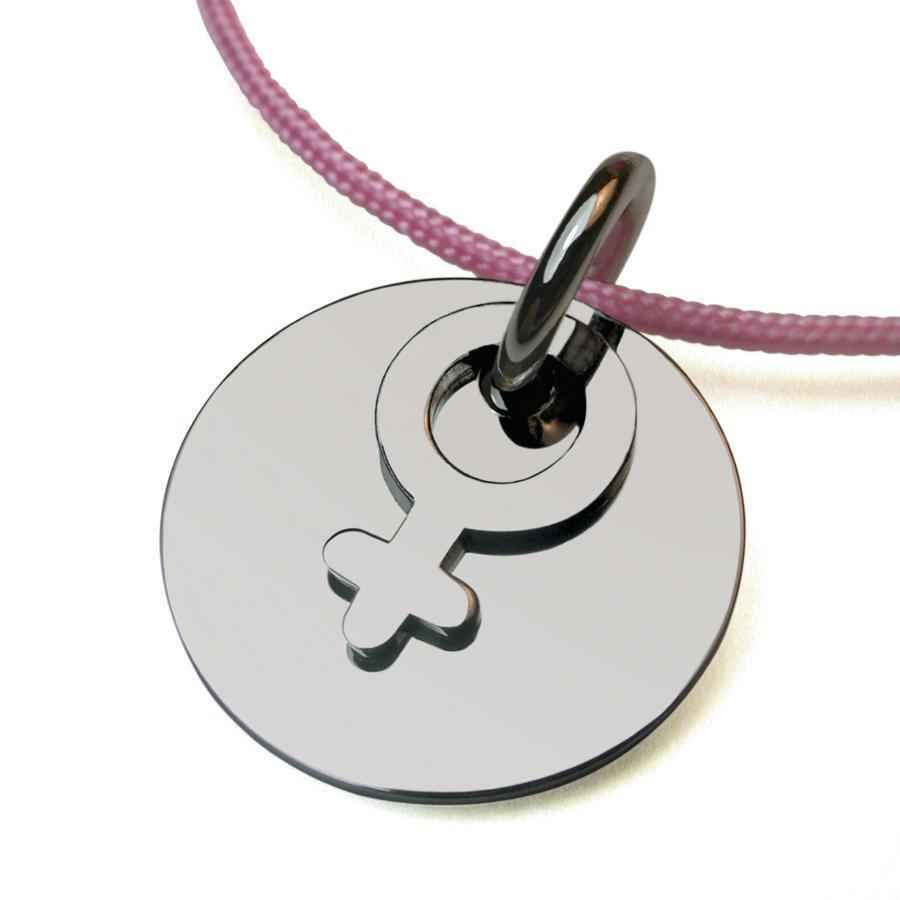 "Photo de Pendentif ""I am a girl"" - Or blanc 18ct"